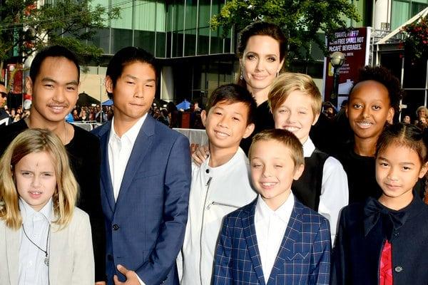 Брэд Питт находится в отличном настроении, несмотря на его битву за опеку детей с бывшей Анджелиной Джоли