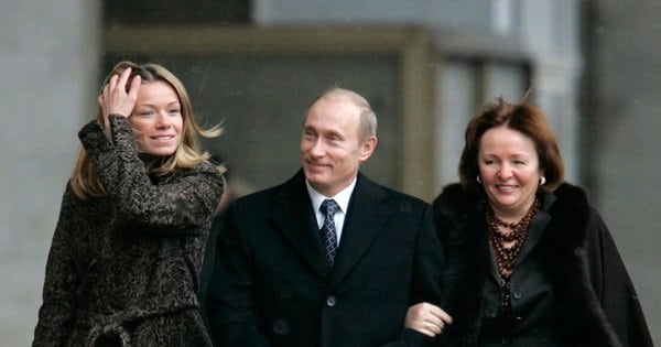 Действительно ли Екатерина Тихонова дочь Путина? Доводы «За» и «Против»