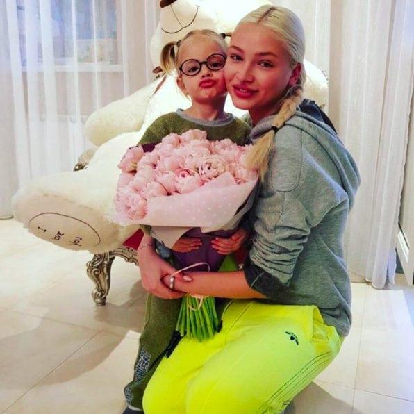 Мама Тимати выложила фотографию Алены Шишковой без макияжа