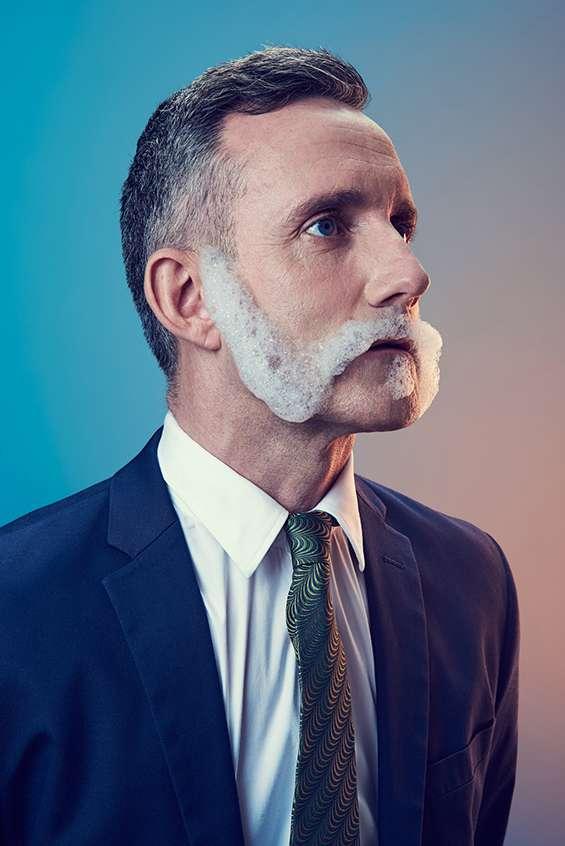Художник показывает, как современный мир искажает понятие маскулиннусти у мужчин