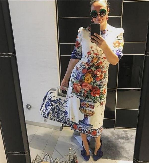 Перебор: яркий аутфит Елены Ваенги к платью D&G раскритиковали поклонники, фото
