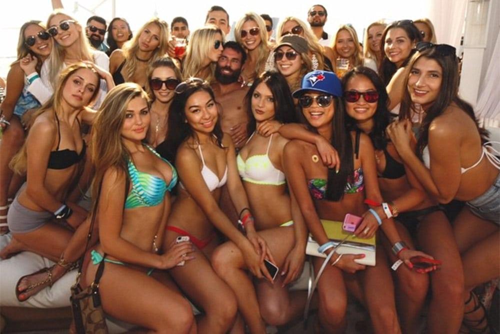 Армянский миллионер Дэн Билзериан организовал встречу с 485 девушками