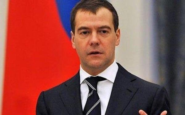 Как Дмитрий Медведев корректирует одеждой нестандартную фигуру