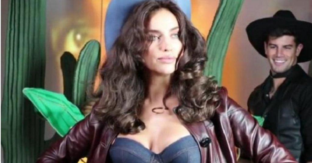 Ирина Шейк восхитила в Каннах соблазнительной фигурой в бикини