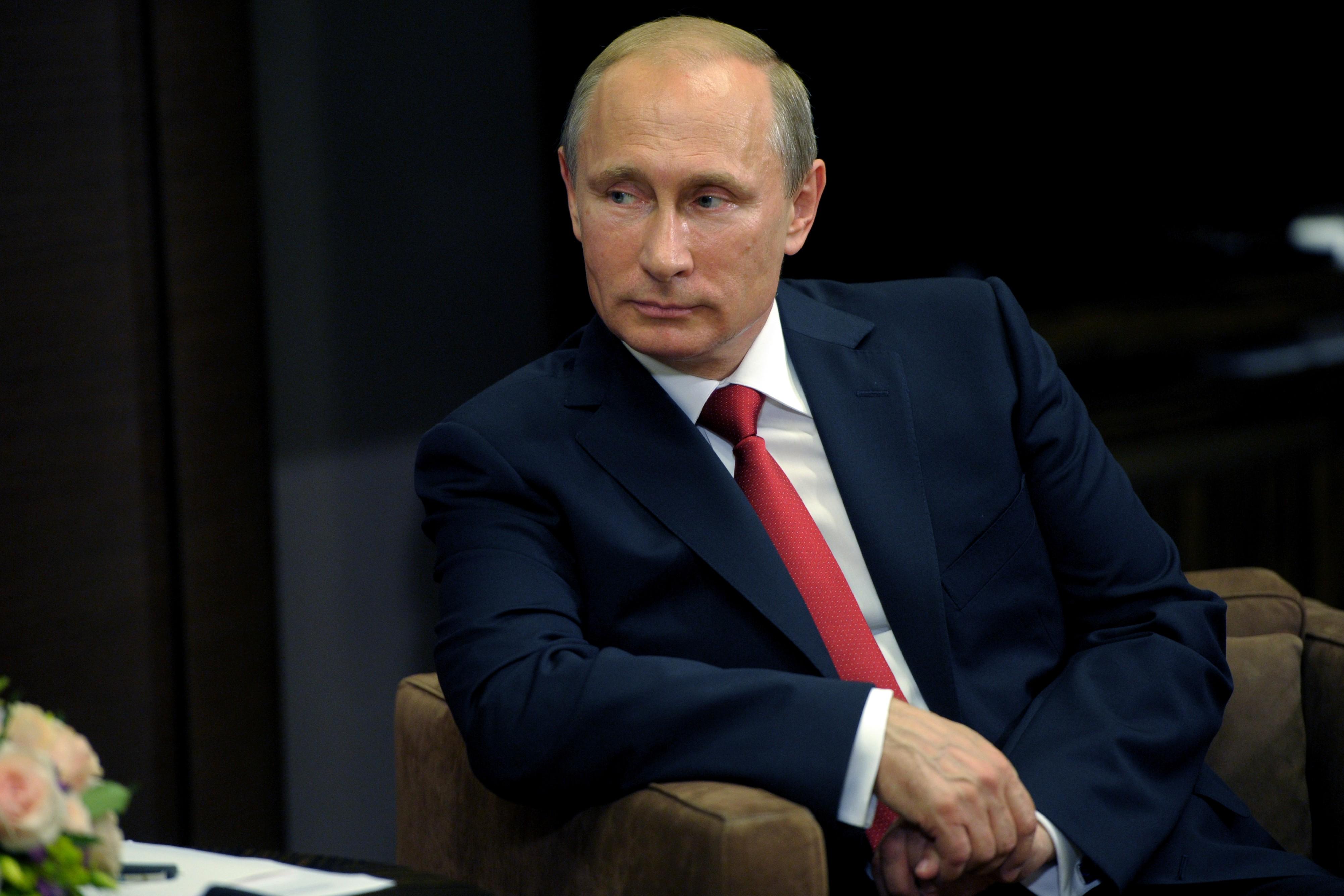 Людмила Путина: «Моего мужа давно нет в живых». Слухи о подмене президента