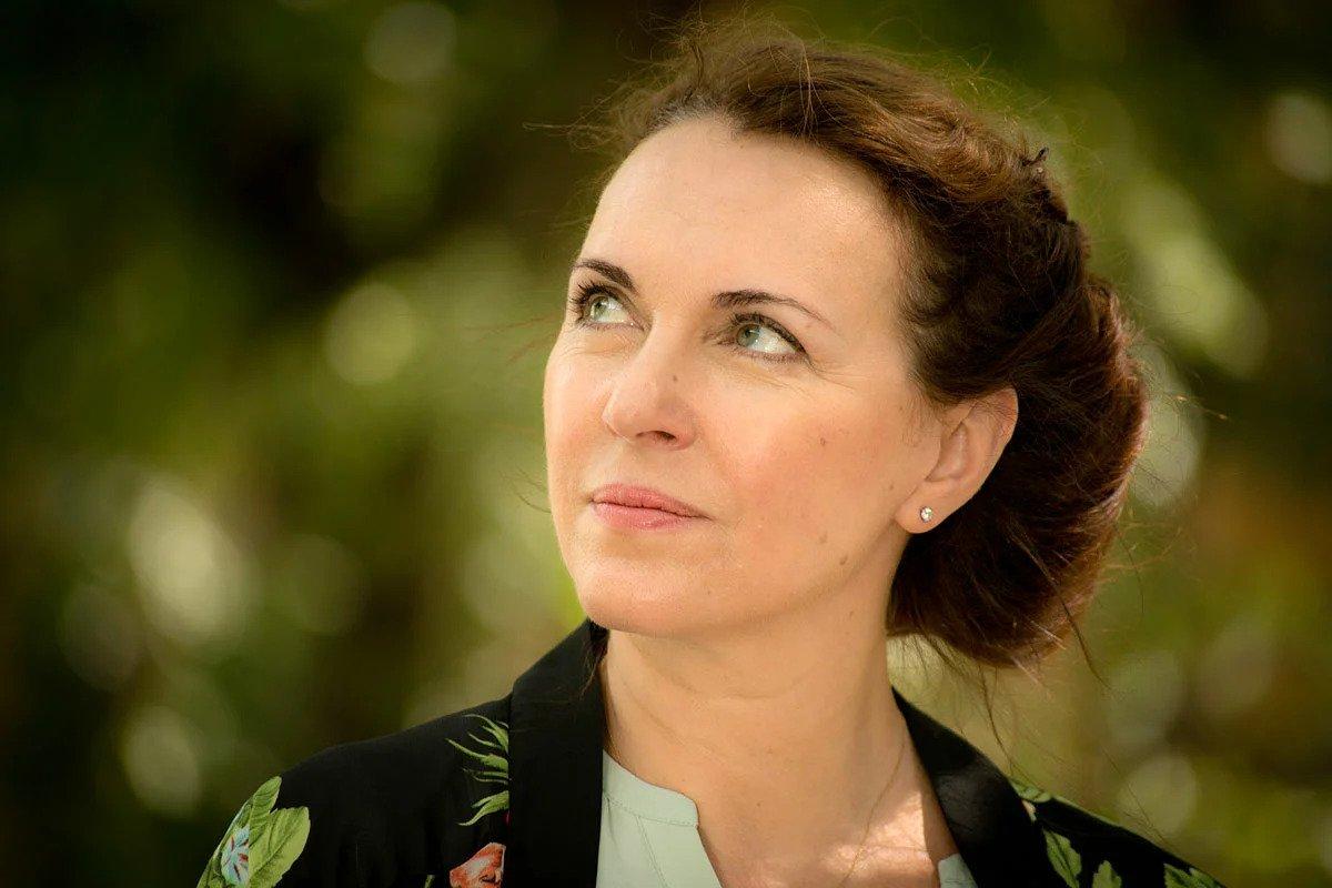 Татьяна Лютаева в лёгком белом платье преобразилась и помолодела, фото