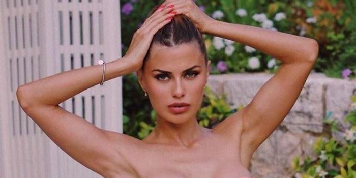 Перекошенная грудь Виктории Бони в эффектном купальнике разочаровала поклонников
