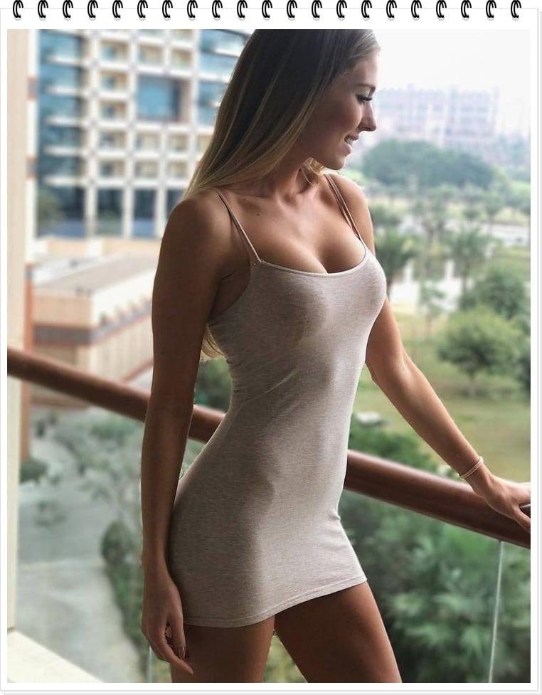 Девочки в узких платьях. Что носить этим летом?