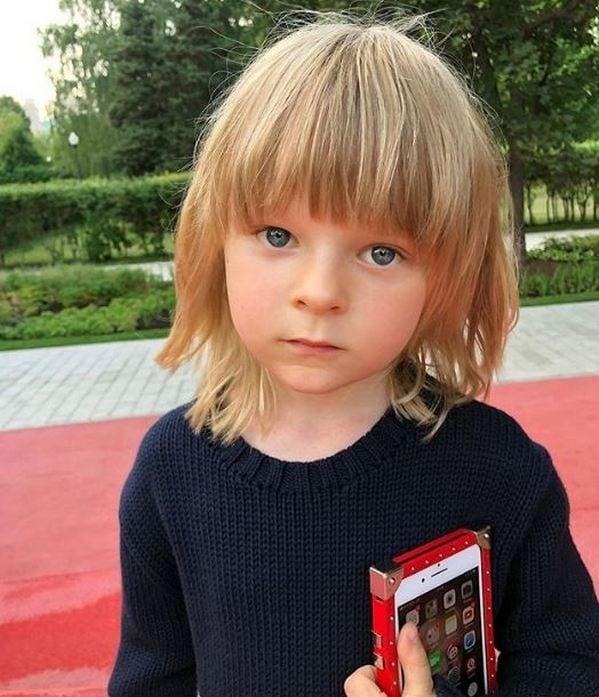 Младший сын Яны Рудковской выпрашивает у мамы сладости, видео