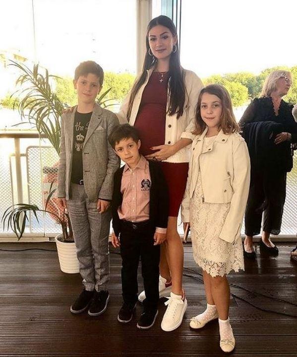 Анастасия Овечкина (Шубская) показала редкое фото со всеми внуками Веры Глаголевой