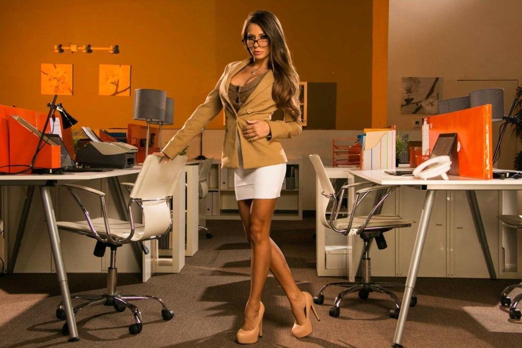 5 типов офисных девушек