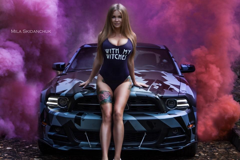 Мечта автолюбителей — Сексуальная обладательница Ford Mustang — Софья Темникова