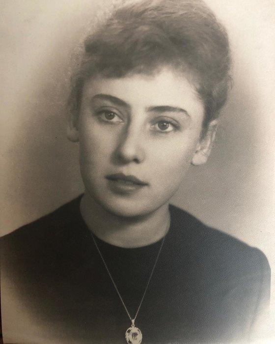 Звезды показали своих мам в День матери: нежная подборка семейных фото
